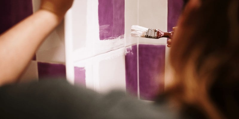 How Long to Wait to Shower After Painting Bathroom