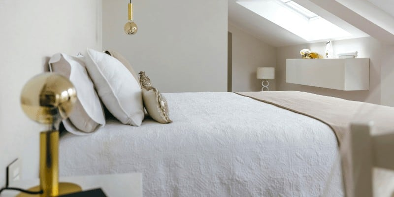 How to Arrange a Small Bedroom with Queen Bed