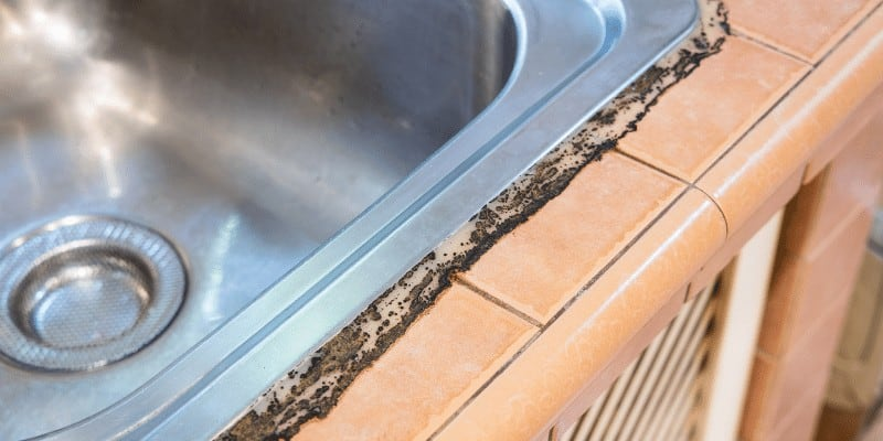 How to Seal the Kitchen Sink